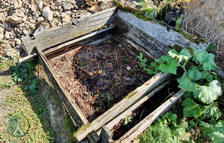 Matières organiques en décomposition pour un bon compost